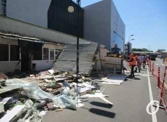 Екатерининская у Привоза: ларьки активно сносят, цветочники недовольны, ремонт продолжается