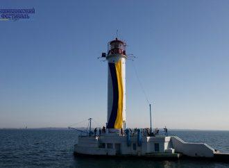 Одесский Воронцовский маяк стал «сине-желтым» (фото)
