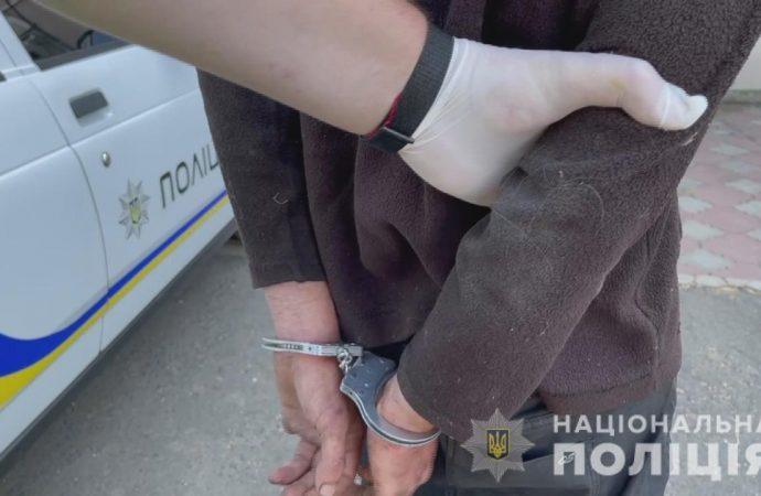 Ударил, порезал и пытался изнасиловать: в Одесской области бродяга напал на меленькую девочку