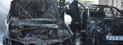 В Одессе сгорел автопарк вместе с машинами (фото)