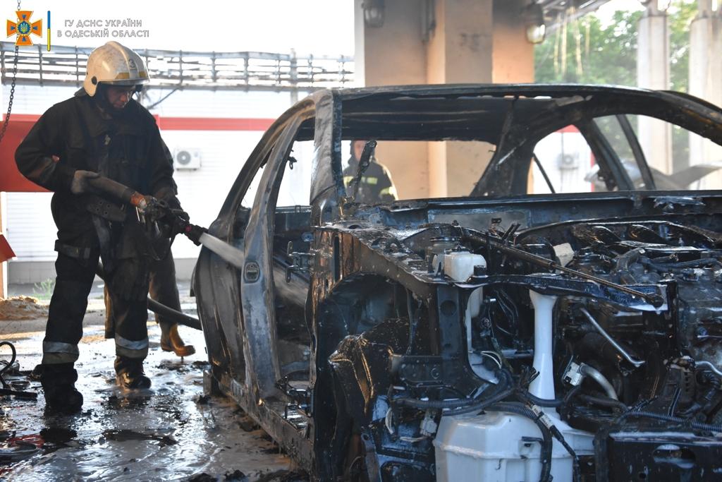 пожар в автопарке3