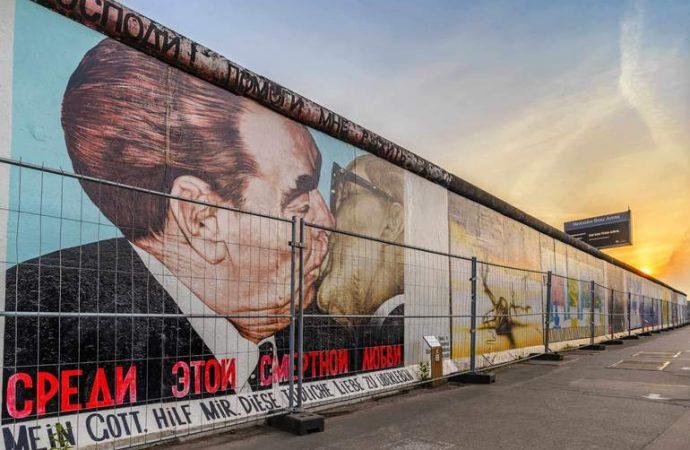 Этот день в истории: когда начали строить Берлинскую стену?
