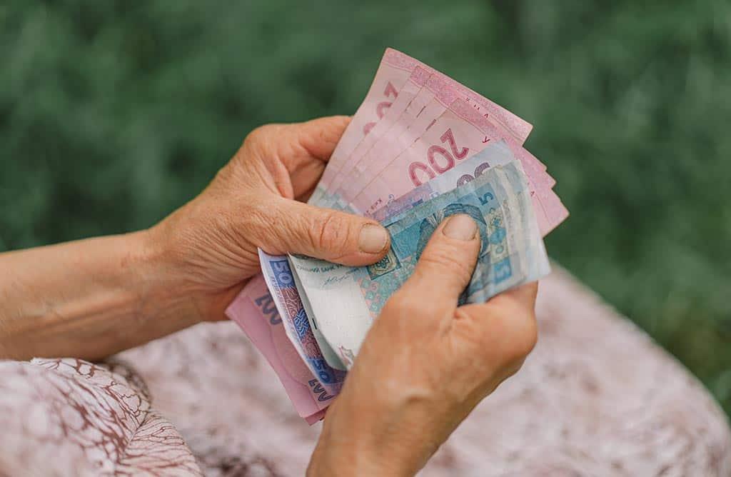 деньги пенсионеры ветераны пенсия