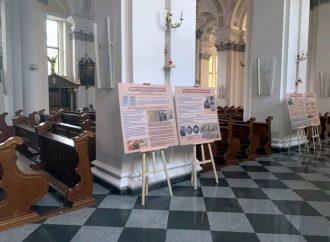 Черные пятна нашей истории: в одесском католическом храме выставили документы из архивов СБУ (фото)