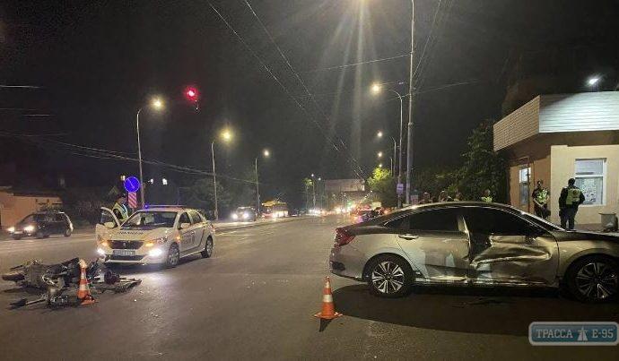 В Одессе 12-летний мальчик с подружкой на мопеде перелетели через автомобиль