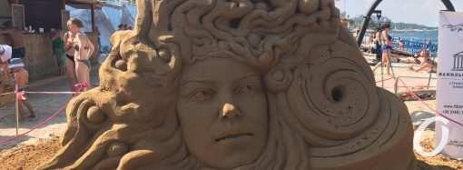 Масштабный пожар, песчаные скульптуры и огромная очередь – новости Одессы за 1 августа