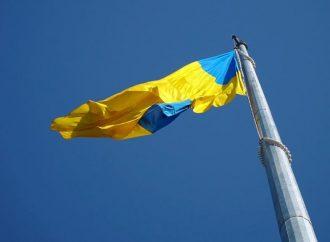 В аэропорту Одессы подняли самый большой в области флаг (фото)
