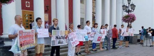 Еще можно спасти? Защитники «типографии Фесенко» вышли на акцию протеста к зданию одесской мэрии