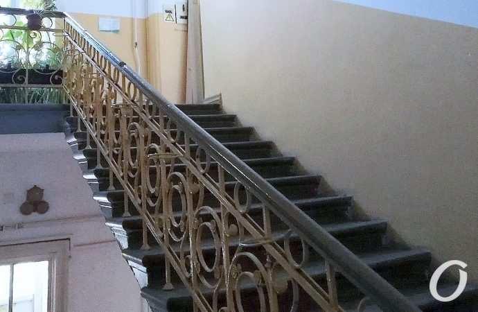 Восхищаемся: говорящая старинная лестница на одесской Княжеской