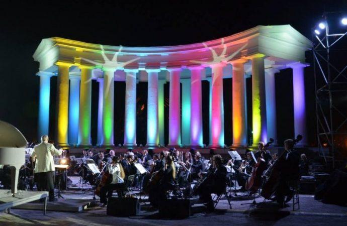 Уже сегодня у Воронцовской колоннады пройдет грандиозный open-air концерт «Музыка у моря»