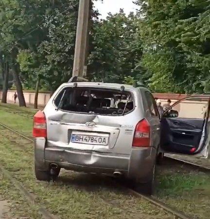 На Люстдорфской дороге внедорожник перекрыл движение трамваев: 13 маршрут не ходит
