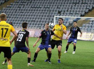 «Черноморец» сыграл домашний матч – фанаты забросали команду петардами и файерами