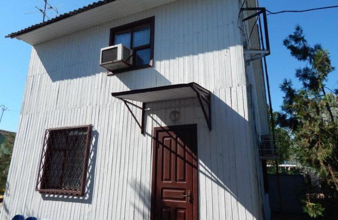 Более 1 миллиона в месяц за туалет и два домика: в Одессе арендаторы «золотого» туалета сняли еще и два куреня за 600 тысяч
