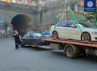 В Одессе авто дерзкого дрифтера забрал полицейский эвакуатор