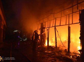 Несчастный случай или поджог: ночью в Одессе сгорел обувной магазин «Конфискат» (фото)