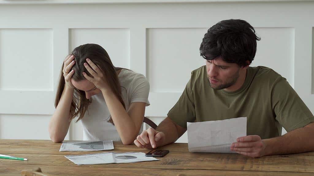 семья неприятности долги