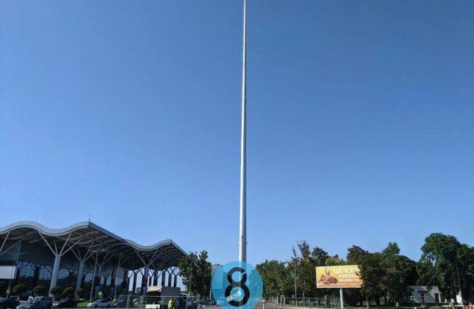 Возле Одесского аэропорта установили 50-метровый шпиль: зачем?