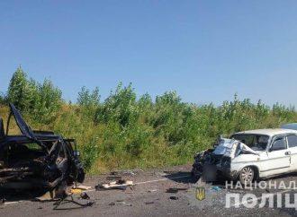На трассе Подольск – Балта столкнулись два авто: «Волга» разорвала ВАЗ пополам