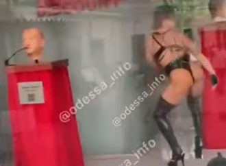 Срамота или рекламный ход: «креатив» стриптиз-клубов удивляет одесситов (видео)