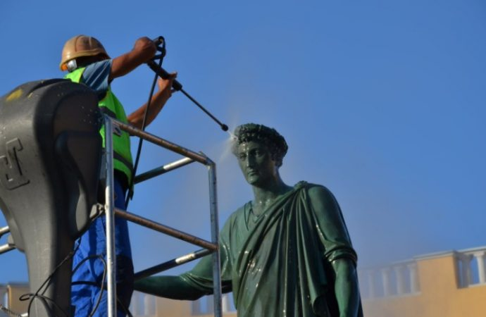 В Одессе помыли головы Дюку, Пушкину и Екатерине (фото)