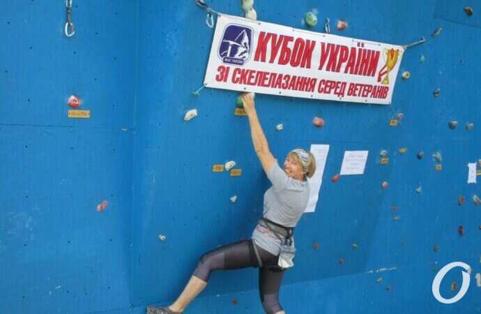 Преодоление высоты и себя: в Одессе собрались скалолазы-ветераны на Чемпионат Украины (фото)