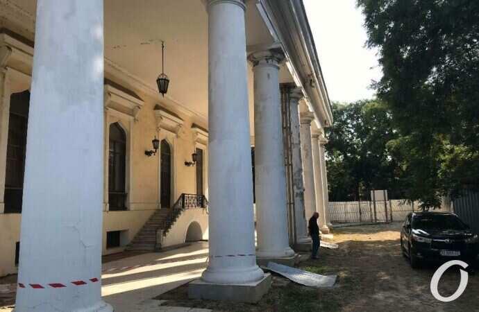 Одесский Воронцовский дворец становится опасным местом – почему? (фото)