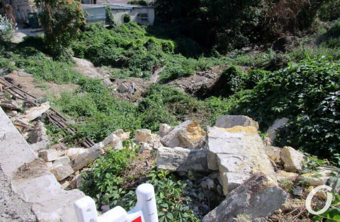 Свалка на месте балки и останки старого-старого одесского моста (фото)