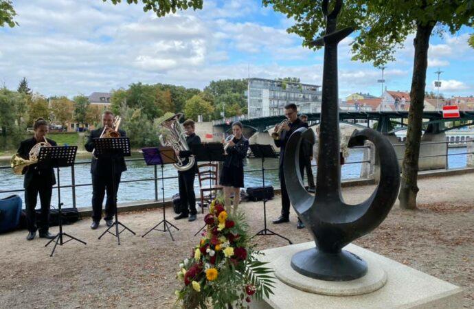 Ждали два года: одесский «якорь-сердце» открыли в Регенсбурге