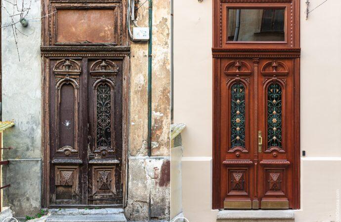 Воссоздана из трухи: в одесском доме отреставрировали старинную дверь