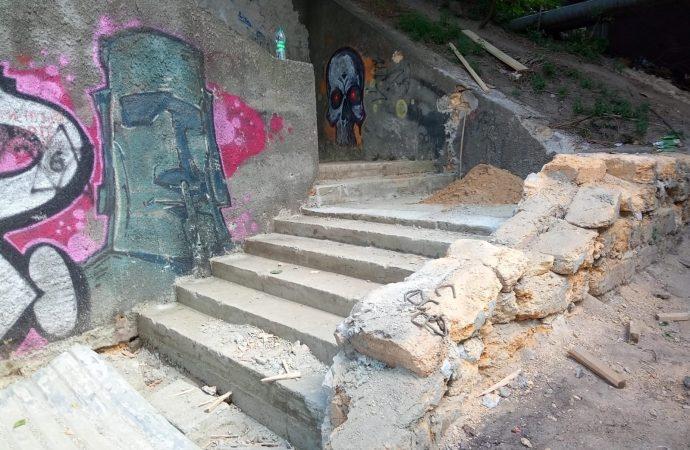В Одессе ремонтируют одну из самых длинных лестниц (фото)