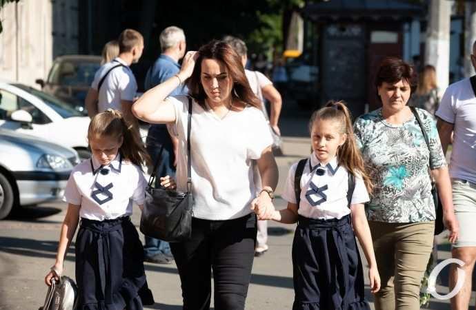 Сегодня одесские школьники вновь сели за парты: как начинался День знаний (фоторепортаж)