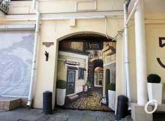 Одесские штучки: за воротами с кошачьим характером — характерный дворик