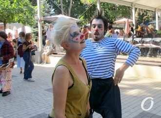 В Одессе ударили юморным парадом по пессимизму и унынию