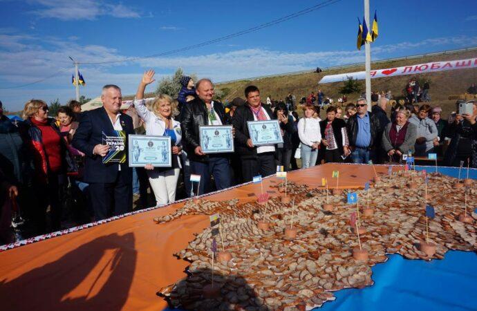 На Одесчине установили рекорд – создали колбасную Украину (фото)