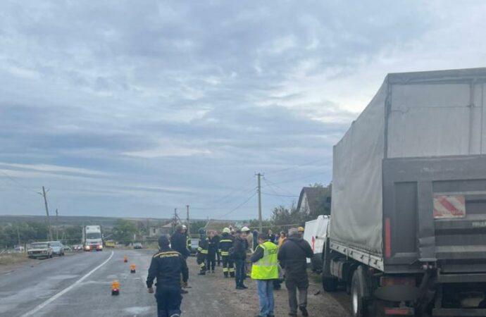 В Одесской области бус с пассажирами столкнулся с грузовиком
