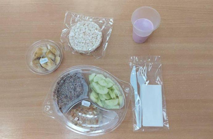 """Одесситам показали как выглядит """"революционный"""" завтрак в школе"""