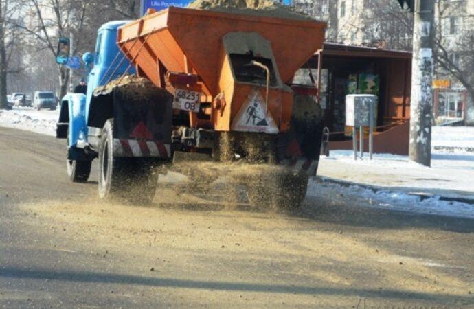 В Одессе хотят отказаться от песка при посыпке зимних дорог