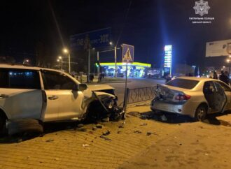 В Одессе сразу четыре машины столкнулись на Николаевской дороге