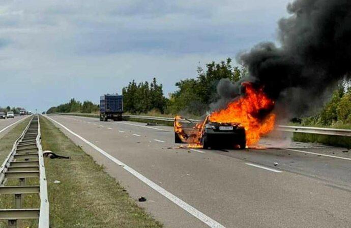 На трассе Одесса – Киев «Тойота» врезалась в фуру и загорелась – сообщают о погибшем