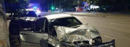 Ночью в Одессе BMW влетел в «Тойоту» – есть жертва (фото)