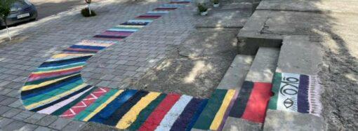 В Болграде Одесской области волонтеры нарисовали разноцветную дорожку – для чего? (фото)