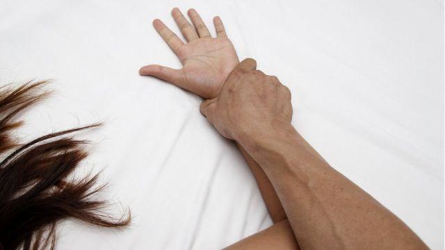 В Одессе изнасиловали и ограбили девушку