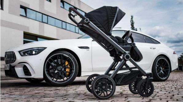 В Одессе из-за халтурно сделанного тротуара перевернулась коляска с малышом