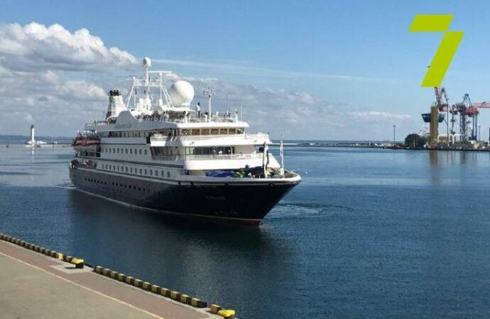 Первое за два года круизное судно с туристами зашло в Одесский порт