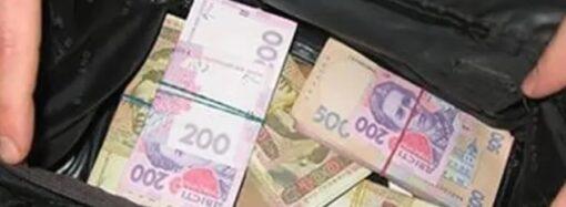 В Одесской области неизвестные вырвали у женщины сумки с 1 миллионом гривен