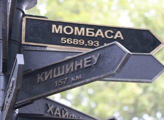 В Одессе появился новый указатель с городом-партнером: где Момбаса и сколько до нее? (фоторепортаж)