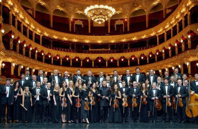Где исполнит музыку к киноблокбастерам оркестр Одесской оперы?