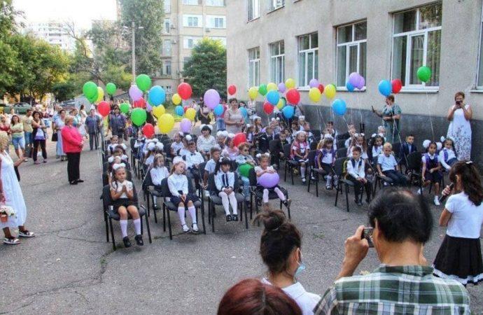 Многие школы в Одессе проигнорировали Минздрав и провели линейки