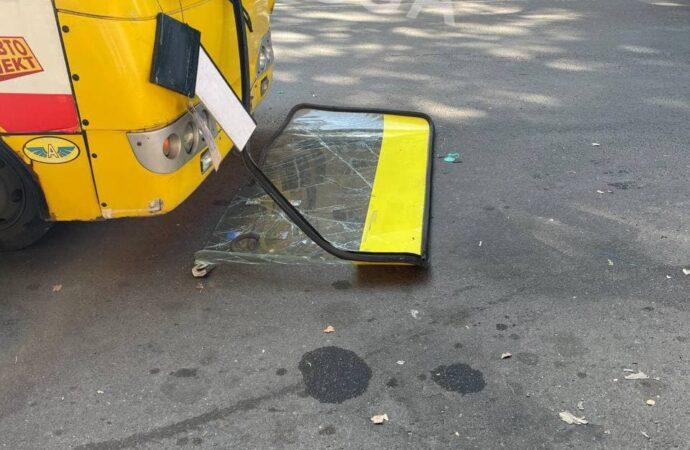 В 175 маршрутке на ходу вылетело лобовое стекло