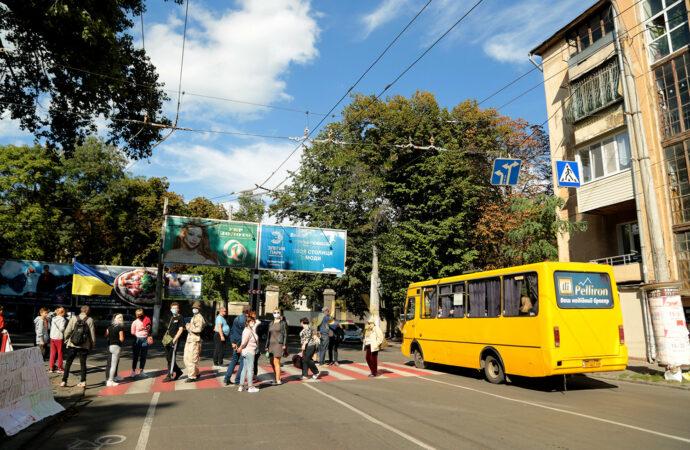 В Одессе переселенцы перекрывали проспект Шевченко и угрожали самоубийствами